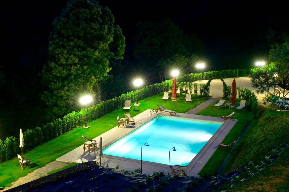 Piscina Borgo Caroselle notte
